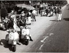 Enjoy The Ride : 1950's scooter competition : Vespa's