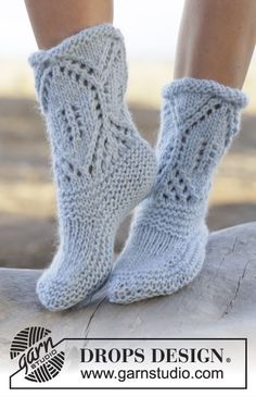 "North Shore - Knitted DROPS slippers in garter st with lace pattern in ""Eskimo"". Size 35 - 42 - Free pattern by DROPS Design Knitted Slippers, Slipper Socks, Crochet Slippers, Knit Crochet, Knitting Patterns Free, Free Knitting, Free Pattern, Drops Design"