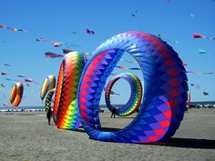 The Pacific Northwest coast hosts major kite festivals at three locations: Washington's Long Beach Peninsula, and Oregon's Lincoln City and Brookings Harbor. Kite Surf, Go Fly A Kite, Kite Flying, Kite Sailing, Long Beach Washington, Washington State, Evergreen State, Oregon Coast, Ocean City