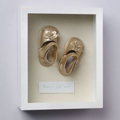I will always keep a pair of Ebs baby shoes. Shadow Box Art, Shadow Box Frames, Great Little Trading, Room Accessories, Nursery Room, Framed Art, Gold Rings, Diy Baby, Kids Rooms