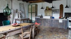 Century French Farmhouse Kitchen - Mathilde Labrouche Home in Southwestern France - ELLE DECOR French Country Kitchens, Country Farmhouse Decor, French Farmhouse, Farmhouse Interior, Kitchen Interior, Modern Rustic Homes, Rustic Home Design, Layout Design, Cocinas Kitchen