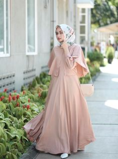 "Likes, 17 Comments - Shella Alaztha ( on ""wearing wide dress from and rawis square hijab from ❤️"" Dress Brokat Muslim, Dress Pesta, Muslim Dress, Street Hijab Fashion, Abaya Fashion, Modest Fashion, Fashion Dresses, Hijab Fashion Inspiration, Trend Fashion"