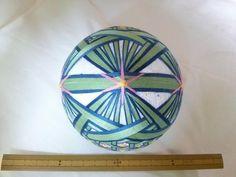 てまり「花籠」白地、薄緑青籠、ピンク花 手まり 手毬 手鞠
