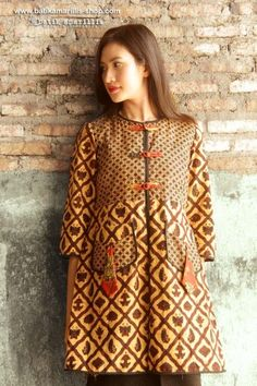 Batik Amarillis Made in Indonesia Batik Blazer, Blouse Batik, Batik Dress, Batik Fashion, Boho Fashion, Fashion Dresses, Womens Fashion, Fashion Design, Batik Kebaya