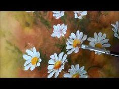 Pintando margaridas em TNT, super fácil de fazer! Tintas, utilizei: PVA para artesanato: branco, verde oliva, verde maçã, vermelho, amarelo cadmio, amarelo gema (precisei do laranja, como não tinha, misturei amarelo e vermelho) e na parte escura do mi
