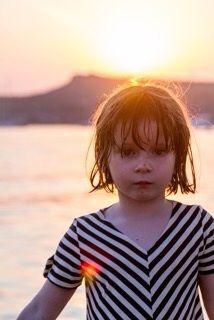 Soleil des tropiques en T-shirt de bain anti-UV de Jours après Lunes #joursapreslunes #teeshirt #antiuv #tropiques #maillotdebain #enfant