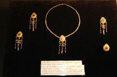 Bella Italia Museum, Hungary. Galleria L' Antica - Roma Etruscan jewelry.  http://bellaitaliamuzeum.hu/