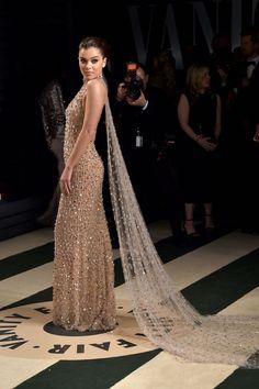 Hailee Steinfeld-Vanity Fair Oscar Party  - HarpersBAZAAR.com