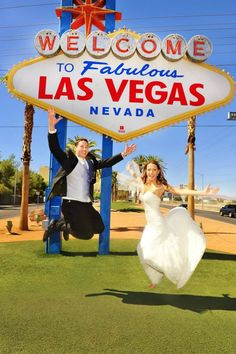 A Vegas wedding wouldn't be complete without a photo in front of the sign! As long as I get married by Elvis.... I'm game!