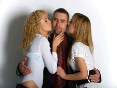 Chcesz wiedzieć jak poderwać dziewczynę? A możę chcesz poderwać dwie dziewczyny jak na tym zdjęciu?