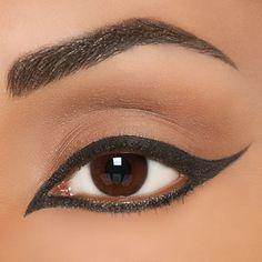 Faire son trait d'eye liner à l'Oriental - Magazine Avantages