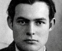 Ernest Hemingway, ganhador de um Nobel de Literatura e um prêmio Pulitzer, tinha depressão e alcoolismo. Sua saúde mental tornou-se debilitada por causa do uso intenso de medicamentos, pelas bebedeiras, e devido a uma terapia baseada em choques elétricos, que causou perda de memória.  Assim como seu pai, seu irmão e sua irmã, Hemingway se suicidou.
