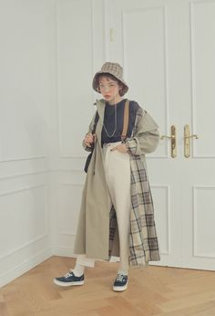 How often do you run across something fabulous, that influences your style? Then, shop the pieces our editors are praising right now. Korean Street Fashion, Korea Fashion, Asian Fashion, Look Fashion, Girl Outfits, Casual Outfits, Fashion Outfits, Fashion Hacks, Fashion Tips