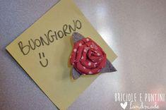 Magneti con rose di stoffa riciclando i tappi a corona