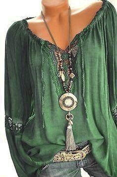 Blusa  Nelle tonalità del verde per la donna che ama l stile bohémien.  Disegna il tuo stile Daniela Salinas Consulente di immagine www.danielasalinas.com Gypsy Style, Bohemian Style, Boho Chic, My Style, Boho Gypsy, Boho Outfits, Casual Outfits, Fashion Outfits, Womens Fashion