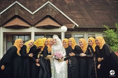#bridesmaids Photo by @mahdiadama #wedding #weddingaceh #acehpictures #bride #marriage #outdoor #fotograferaceh #booknow #acehwedding #callus #weddingphotos #weddingpictures #muslimwedding #muslimweddingidea #muslimah #muslim #hijab #hijabaceh #inspirasiwedding by acehpictures_