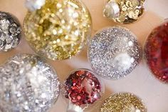 Sequin and glitter Christmas ornaments - 12 DIY Christmas Ornaments for a Festive Tree Easy To Make Christmas Ornaments, Holiday Ornaments, Handmade Christmas, Holiday Crafts, Christmas Wreaths, Christmas Crafts, Diy Ornaments, Glitter Ornaments, Ball Ornaments