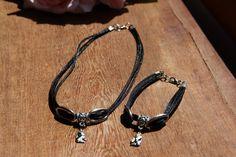 Gargantilha e pulseira com berloque e pingente de anjinho