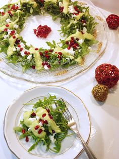 ♥Christmas Wreath Salad with Arugula & Avocado Dressing/Cooking(&)Art ♥ Weihnachtskranzsalat mit Rucola & Avocado Dressing / Kochen (&) Art Greek Recipes, Quick Recipes, Light Recipes, Cooking Recipes, Healthy Recipes, Avocado Dressing, Xmas Food, Christmas Cooking, Christmas Salad Recipes
