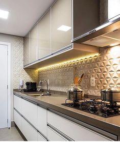 Image may contain: kitchen and indoor Kitchen Cabinets Decor, Kitchen Tiles, Kitchen Furniture, Kitchen Dining, Modern Kitchen Design, Interior Design Kitchen, Home Room Design, Kitchen On A Budget, Home Kitchens
