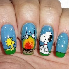 50 Sweet Birthday Nails to Brighten Your Special Day - 50 Sweet Birthday Nails to Brighten Your Special Day Snoopy and Woodstock at a Campfire Halloween Nail Designs, Cute Nail Designs, Halloween Nails, Love Nails, How To Do Nails, Pretty Nails, Style Nails, Snoopy Et Woodstock, Snoopy Nails