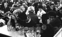 Oktoberfest gustfoto11/Timeline Images #1962 #60er #60s #1960er #1960s #Wiesn #Bier #Bierzelt #Volksfest #Liebe