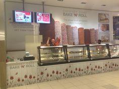 www.kurtos-kalacs.com Our #Chimneycake #Kurtoskalacs customers in Bayshore Shopping CentreOttawa, Ontario.