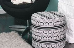 Renove o visual de sua casa fazendo muitos deste diferente puff de tecido artesanal. Cada cômodo de