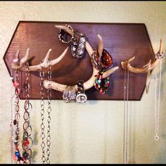 Deer Antler Crafts and Ideas | ... backboard and antlers with paints, etc..! Deer Antler Jewelry Holder