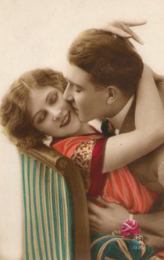 1920s French Romance Postcard!  #romance #1920s #vintagecouple
