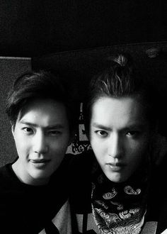 Leaders selca | tryin' to be sexy Suho and tryin' to be cool Kris