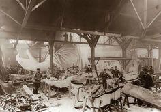 Una foto durante la construcción de la Estatua de la Libertad en París, año 1884. 125 impactantes fotos para dar un viaje por la historia (Segunda Parte) - Cultura Divertida