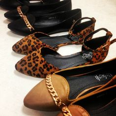 These flats are super chic and best of all under $25! #buyalltheshoes