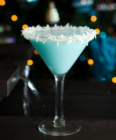 The Coco Snowball Cocktail - so pretty! 2 ounces vanilla vodka (Stolichnaya) 2 ounces Malibu rum 2 ounces Coco Lopez ¼ ounce blue Curacao Rim a martini glass with honey and fresh shredded coconut. Shake well and pour into a martini glass. Malibu Rum, Party Drinks, Cocktail Drinks, Cocktail Recipes, Alcoholic Drinks, Cocktail Ideas, Beverages, Drink Recipes, Blue Drinks