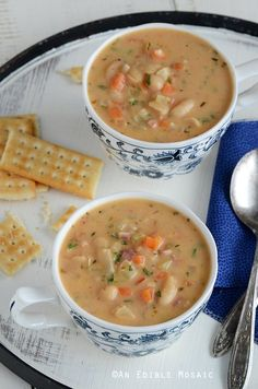 Homemade Delicious Soups White Bean Chowder - would be great without the bacon and using veggie broth.White Bean Chowder - would be great without the bacon and using veggie broth. White Bean Soup, White Beans, Bean Soup Recipes, Chowder Recipes, Cooking Recipes, Healthy Recipes, Easy Recipes, Soup And Sandwich, Soup And Salad