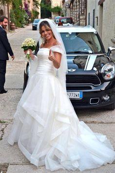 Giorgia in un abito di Rosa Clarà modello Cava