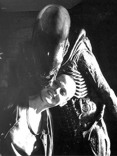 Post with 2017 votes and 111029 views. Tagged with cool, behind the scenes, awesome, aliens, sigourney weaver; Sigourney Weaver Appeared to Really Enjoy Making the Alien Films. Check Out These Cool Pictures From the Franchise. Alien Films, Saga Alien, Aliens Movie, Tv Movie, Sci Fi Movies, Horror Movies, Arte Alien, Alien Art, Xenomorph