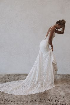 Harlow is wonderfully enchanted, full of whimsical and romantic flair. She has a subtle sparkle that will completely hypnotise you. #mwlharlow #madewithlovebridal #felicitysbridal #weddingnz #bridenz