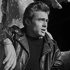 Dear James Dean, I love your leather. Indiana, Hollywood Actor, Old Hollywood, Hollywood Icons, Classic Hollywood, Heavy Metal, Celebridades Fashion, Marilyn Monroe, James Dean Photos