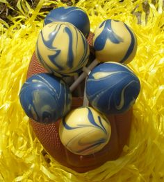 University of Michigan cake pops - GO BLUE!! Favors possibly-People seriously planned entire weddings around this. Wow!