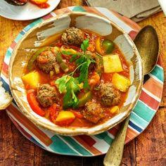 βανίλια Αλεύρι όσο πάρει Γέμιση 3 μήλα Thai Red Curry, Ethnic Recipes, Food, Hoods, Meals