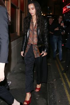 Zoë Kravitz's Personal Style Is Equal Parts The Row & Molly Goddard (With A Vintage Twist) 90s Fashion, High Fashion, Fashion Outfits, Zoe Kravitz Style, Vogue, Look Cool, Aesthetic Clothes, Cool Girl, Celebrity Style