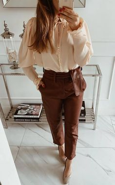 how to style brown leather pants : nude blouse heels Classy Outfits For Women, Best Casual Outfits, Business Casual Outfits, Simple Outfits, Chic Outfits, Spring Outfits, Fashion Outfits, Clothes For Women, Brown Leather Pants