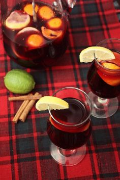 winter sangria Winter Sangria, Party Drinks Alcohol, Nye Party, Sangria Recipes, Ginger Snaps, Non Alcoholic, Ethnic Recipes, Ski, Drinking