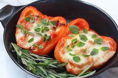 Vegetarische gevulde paprika's met quinoa - The Salad Junkie Mozzarella, Vegetarian Recipes, Oven, Lunch, Stuffed Peppers, Vegetables, Healthy, Quinoa, Drinks