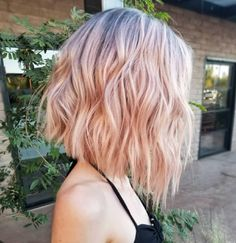 The bob hairstyles look great on women of all ages. Bob hairstyle is timeless and ageless. Here are the most glamorous bob hairstyles for women. Pink Short Hair, Pink Ombre Hair, Pastel Hair, Blonde Pink Balayage, Pink Blonde Hair, Curly Blonde, Blonde Brunette, Outfits For Short Hair, Short Colorful Hair