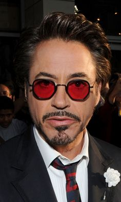 HTC a choisi Robert Downey Jr. Robert Downey Jr, Top Celebrities, Celebs, British Fashion Brands, I Robert, Man Thing Marvel, Color Lenses, Downey Junior, Saturday Night Live
