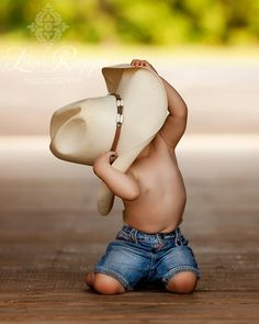 I wanna be a cowboy, baby. Cowboy Baby, Cowboy Pics, Cute Kids, Cute Babies, Baby Kids, Cowgirls, Children Photography, Family Photography, Amazing Photography
