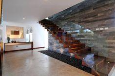 Projekty, translation missing: pl.style.korytarz-przedpokój-i-schody.nowoczesny Korytarz, przedpokój i schody zaprojektowane przez ze|arquitectura