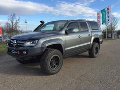Vw Pickup Truck, Vw Amarok, Pickup Lines, Suv Cars, Land Rover Discovery, Truck Design, Toyota Hilux, Bikers, Cars And Motorcycles